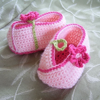 Ravelry Kimono Flower Crocheted Baby Shoes Pattern By