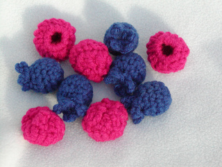 Blueberries_and_raspberries_1_small2