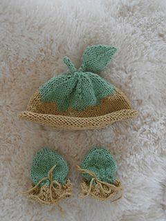 37615eaef Ravelry  Little Sapling Newborn Scratch Mitts pattern by Kristen Cooper