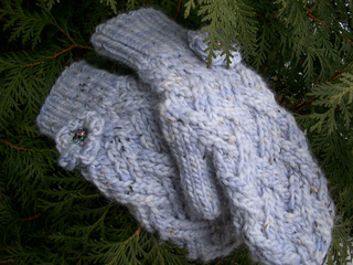 Garden_gate_mittens_small2