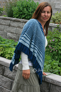 Green_alpaca_shawl_flower_small2