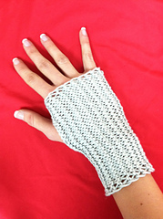 Fingerless_gloves1_small