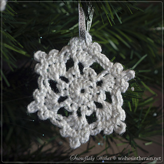 Christmas-tree-decoration-crochet-snowflake-free-pattern_small2