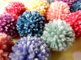Rainbow_pompom_action__3__small2
