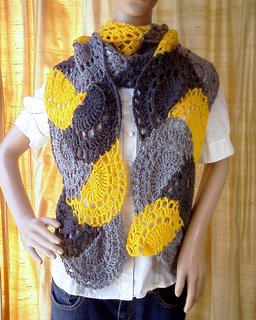 Yellow_and_grey_scalloped_arches_scarf_4_small2