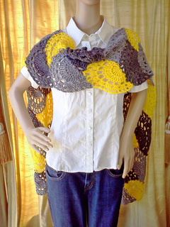 Yellow_and_grey_scalloped_arches_scarf_6_small2
