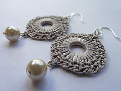 Tan_silk_crocheted_pearl_earring_rounds_5_small