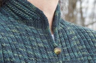 Darkgreen_neckfront_2_small2