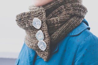 Backroad_scarf_chunky_buttons_cu_web_small2