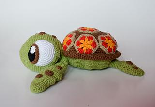 Amigurumi Turtle Pattern : Ravelry squirt finding nemo sea turtle pattern by kamila krawka