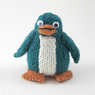 Green_knitted_rainbow_penguin_small2