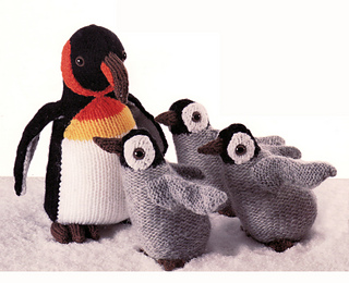 Knitted_emperor_penguin_mother_and_chicks_small2