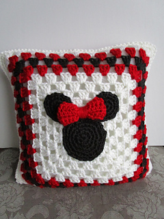 Crochet Pattern For Minnie Mouse Blanket : Ravelry: Mickey Mouse and Minnie Mouse Crochet Blanket ...