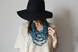 Necklace_scarf-4657_small_best_fit