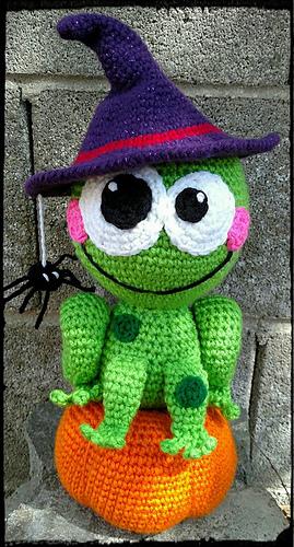 Frog_on_a_pumpkin_medium