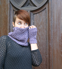 Interlaced_cowl_and_mitts_small