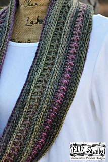 Dakotah_s_fabulous_scarf_by_elk_studio_a_free_scarf_pattern_small2