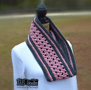 Roses_s_crossing_scarf_by_elk_studio_-_a_free_crochet_pattern_small2