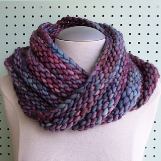 Ravelry: Bulky Mobius Cowl pattern by Haley Waxberg