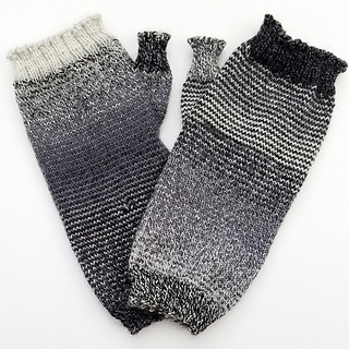 Helical-stripes_knit-mitts_knitorious_5_small2