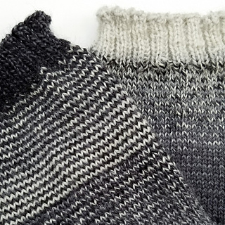 Helical-stripes_knit-mitts_knitorious_4_small2