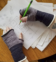 Knitorious-squad-mitts-armwarmers-4_small