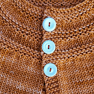 Knitorious-blog_in_threes_baby-cardigan_knitting_2_small2