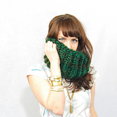 Cowl_emerald_01_small_best_fit