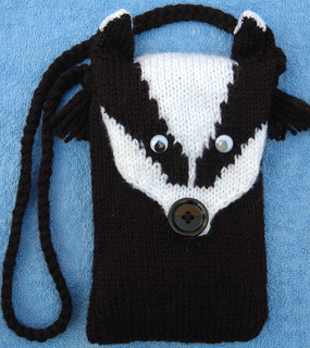 0bfb9fe2a Ravelry  DK – Badger Head Mobile Cover or Purse pattern by Knits-r-us