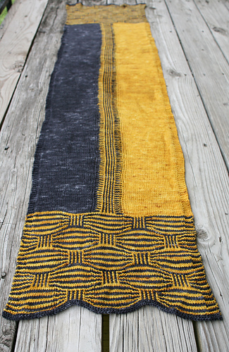 Trickery_-_a_knit_stole_medium
