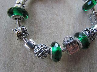 Green_bracelet_01_small2