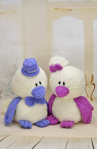 Parrot Knitting Pattern Free : Ravelry: Birds of a Feather Wedding Love Birds pattern by ...