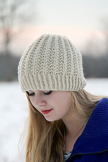 Fish_moderne_hat_front_the_knitting_vortex_small2
