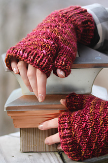 Cush_mitts_hand_view_the_knitting_vortex_small2