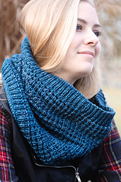 Waterfront_cowl_malabrigo_book_10_rios_small_best_fit