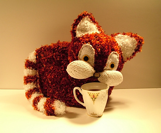 Red_cat_tea_cozy_small2