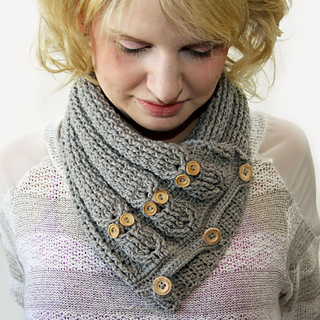 Cabled_owl_neck_warmer_2_small2