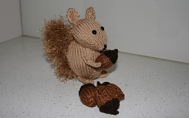 Squirrel_with_nuts_sidish_rect_small_best_fit
