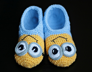 Free Crochet Patterns For Minion Slippers : Ravelry: Minion slippers for Kids pattern by Atelier Handmade