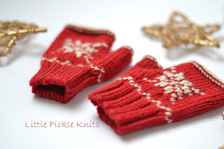 Snowflake_mitts_knitting_pattern_little_pickle_knits_small2