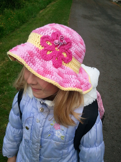 Laura_hat_small2