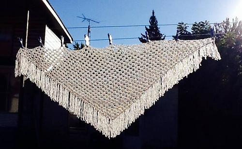 Crochet_shawl_blanc_medium
