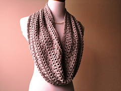 Coco_s_pearls_taupe_cowl_018_small
