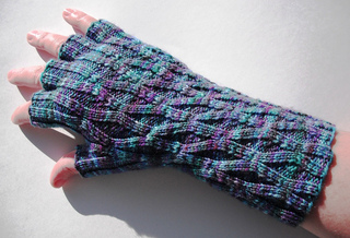 Long_monet_lattice_gloves_1_small2