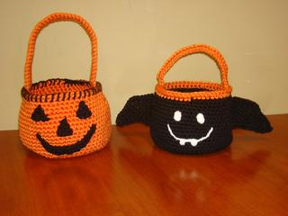 Halloween_baskets_2011_002_small2