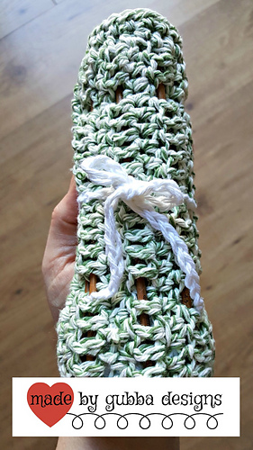Crochet_hook_roll_in_hand_mbg_wm_medium