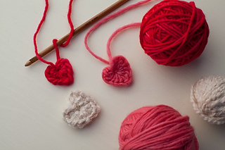 Tiny-crocheted-hearts-featured3_small2