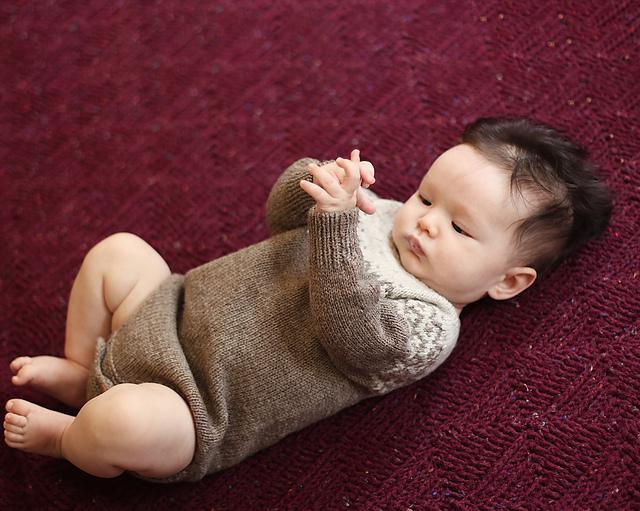 Cache-couche tricoté Little Nomad par Ainur Berkimbayeva