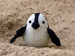 Knitted_penguin_small