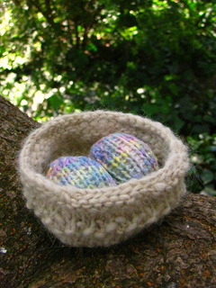 Easter_nest_and_eggs_small2